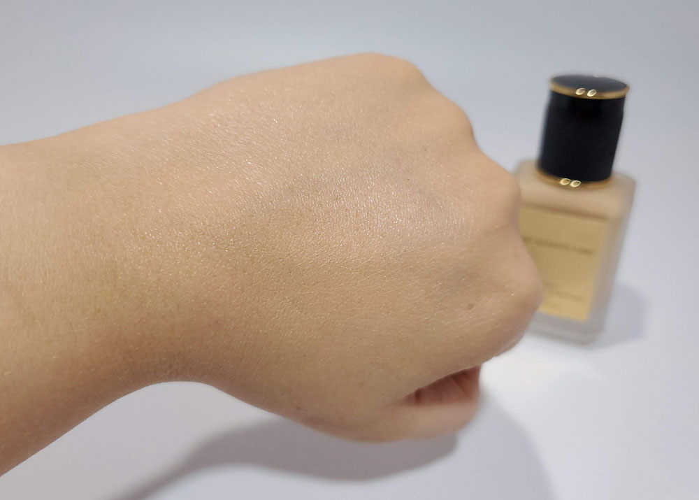 Sublime Perfection Foundation Swatch LM13